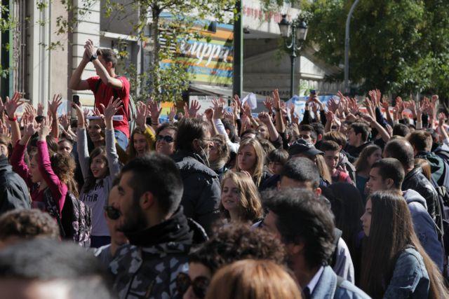 Στους δρόμους εκπαιδευτικοί-μαθητές – Αντιδρούν στις αλλαγές Γαβρόγλου | tovima.gr