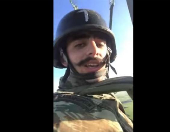 Αποβλήθηκε από τη Σχολή Αλεξιπτωτιστών ο καταδρομέας που τραγούδησε το «Μακεδονία Ξακουστή» | tovima.gr