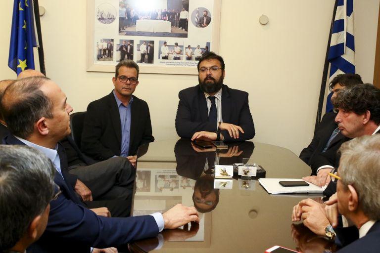 Ξεκίνησε η σύσκεψη Βασιλειάδη – Αγγελόπουλων – Γιαννακόπουλου | tovima.gr