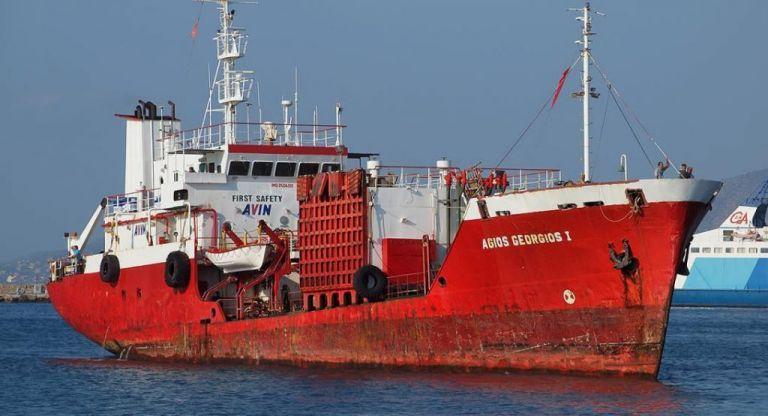 Άνδρος: Με ρήγμα αλλά χωρίς εισροή υδάτων το δεξαμενόπλοιο που προσάραξε | tovima.gr