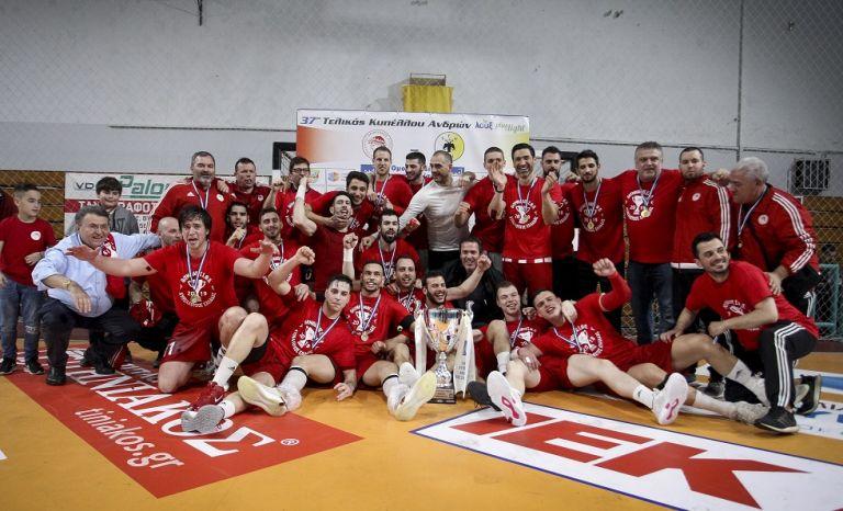 Ολυμπιακός: Η απονομή του Κυπέλλου και οι πανηγυρισμοί | tovima.gr