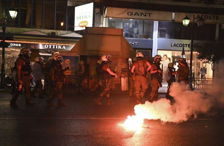 Μαχαιριές, ξύλο και τραυματίες σε μάχη οπαδών στη Θεσσαλονίκη!   tovima.gr