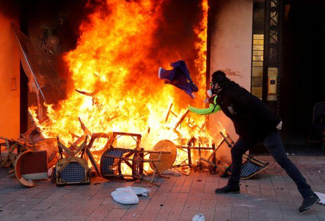 Μακρόν: Σκέφτεται την απαγόρευση διαδηλώσεων στα Ηλύσια Πεδία | tovima.gr