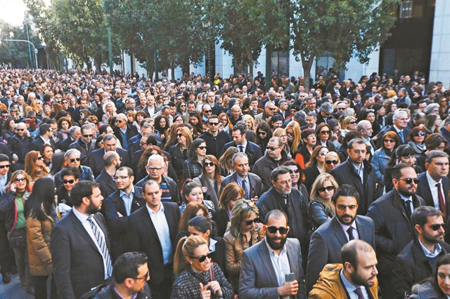 Κραυγή απόγνωσης: Δεν αντέχουμε το τριπλό χαράτσι | tovima.gr