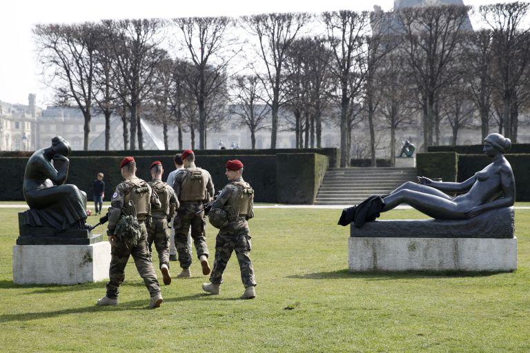 Αστυνομία και Στρατός κατά των «Κίτρινων Γιλέκων» στο Παρίσι | tovima.gr