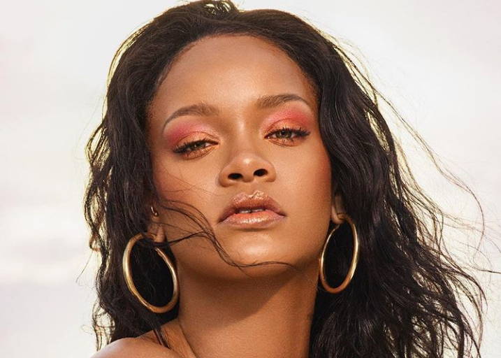 Η Rihanna ποζάρει στο Instagram με τα απολύτως απαραίτητα…   tovima.gr
