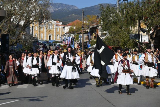 Καλαμάτα: Με το «Μακεδονία Ξακουστή» έκλεισε η παρέλαση | tovima.gr