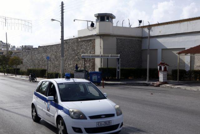 Νέο ντοκουμέντο για τις φυλακές: Γλέντι με ζεϊμπέκικο και άφθονο αλκοόλ | tovima.gr