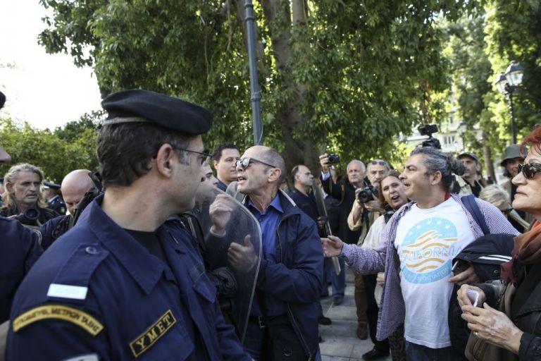 Σύλληψη μελών της ΛΑΕ στο Σύνταγμα – Τι αναφέρει η προκήρυξη που μοίραζαν | tovima.gr