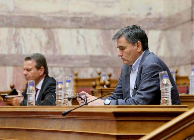 Έκτακτο δώρο Πάσχα: Τσακαλώτος και Μαξίμου διαψεύδουν τον Πετρόπουλο   tovima.gr