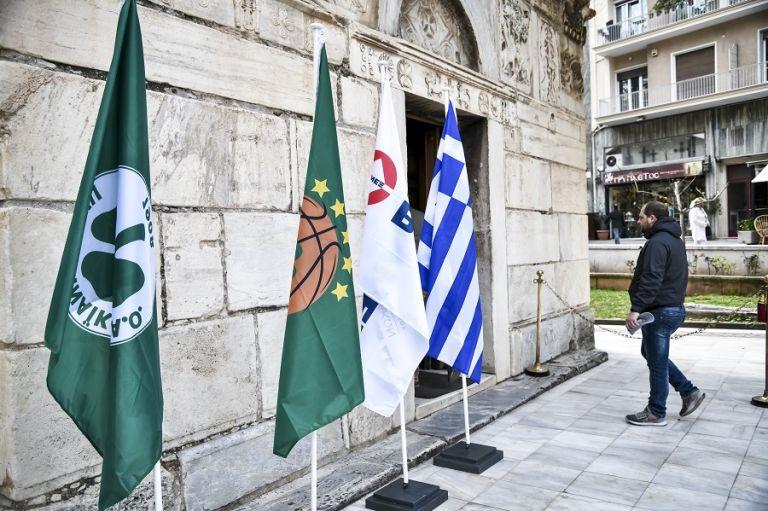 Όπως ήθελε ο Θανάσης : Με σημαία του Παναθηναϊκού το φέρετρο | tovima.gr
