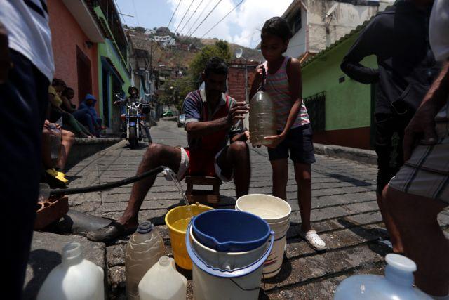 Βενεζουέλα: Παιδιά ψάχνουν φαγητό στα σκουπίδια   tovima.gr