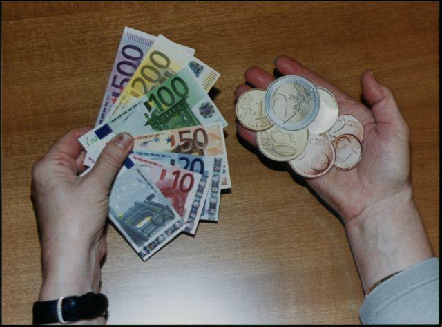 Ποιοι εργαζόμενοι δικαιούνται δώρο Πάσχα και πότε θα το λάβουν | tovima.gr
