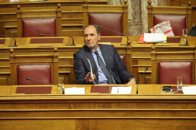 Όταν ο Σταθάκης έλειπε στο εξωτερικό ενώ ήταν στην αίθουσα της Ολομέλειας | tovima.gr