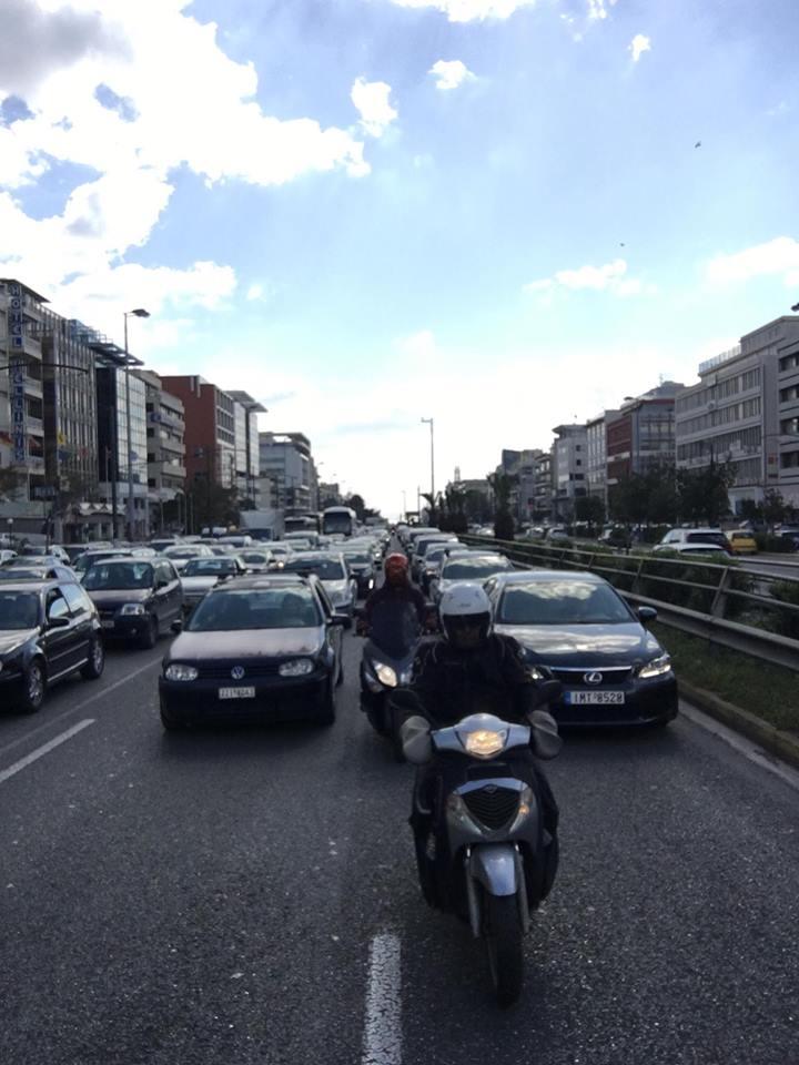 Κυκλοφοριακό κομφούζιο στη Συγγρού – Κίνδυνος να πέσει πινακίδα | tovima.gr