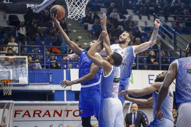 Μεγάλη νίκη του Χολαργού | tovima.gr