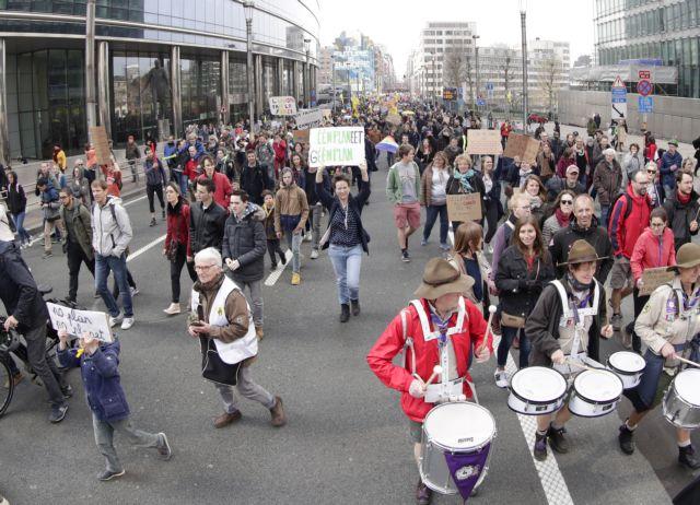Βέλγιο: Χιλιάδες πολίτες στο δρόμο για το κλίμα | tovima.gr