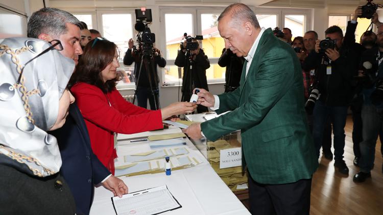 Τουρκία: Βία στις εκλογές με 2 νεκρούς και 2 τραυματίες – Ομαλότητα βλέπει ο Ρ. Ερντογάν | tovima.gr