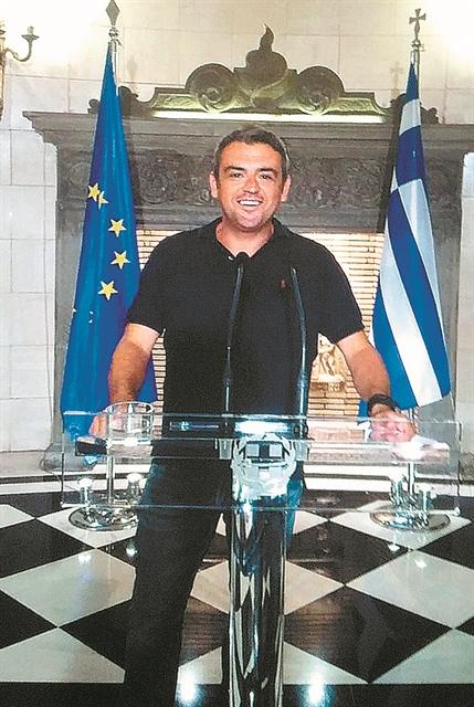 Ιδού η απόδειξη: ο Μ. Πετσίτης εκπρόσωπος του Μαξίμου   tovima.gr