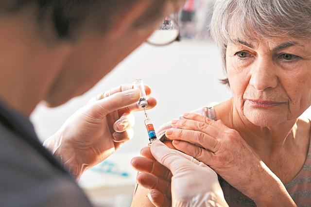 Ο εμβολιασμός ασπίδα προστασίας από σοβαρές λοιμώξεις | tovima.gr