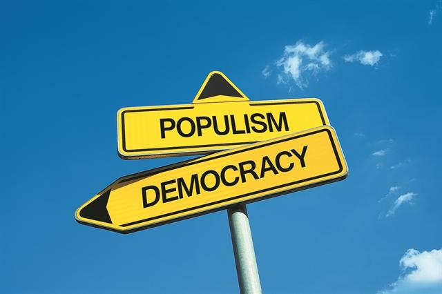 Συνταγματική δημοκρατία        και λαϊκισμός | tovima.gr