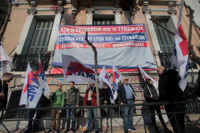 Εισβολή του ΠΑΜΕ στα γραφεία της ΓΣΕΕ | tovima.gr