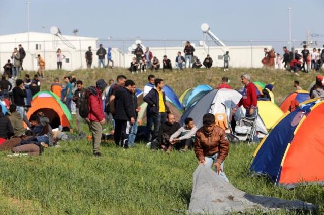 Διαβατά: Πάνω από 500 πρόσφυγες έξω από το στρατόπεδο | tovima.gr