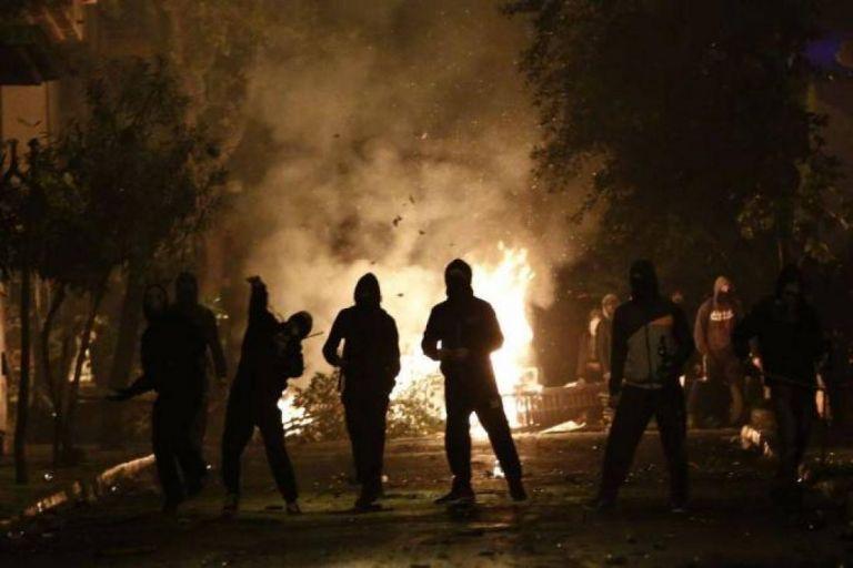 Εξάρχεια ώρα μηδέν: Η «πολιτοφυλακή», τα καλάσνικοφ και το χάος στο… άβατο | tovima.gr