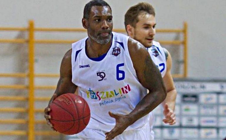 Ένας από τους πιο αγαπητούς ξένους στην ιστορία του Ολυμπιακού, παίζει ακόμη στα 38 του | tovima.gr