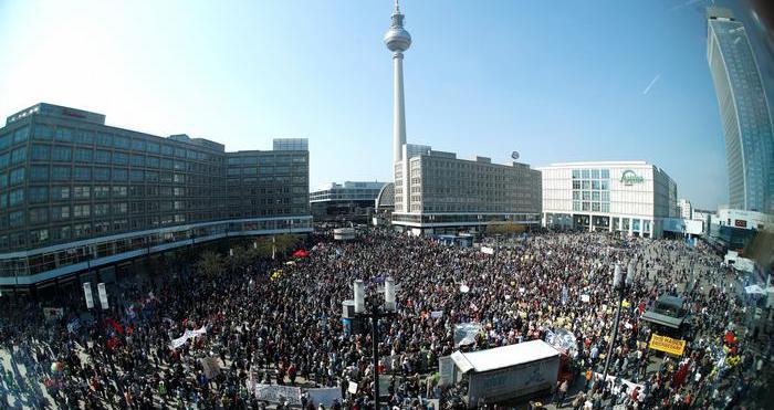 Διαδηλώσεις υπέρ της απαλλοτρίωσης ακινήτων στη Γερμανία | tovima.gr