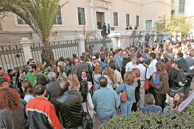 Μαζικές αγωγές από τα ειδικά μισθολόγια | tovima.gr