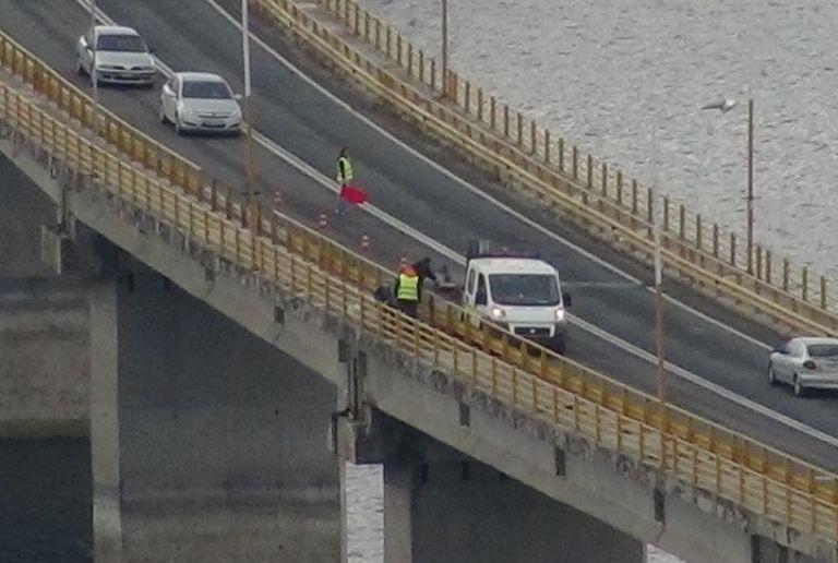 Κοζάνη: Βγήκε από το ταξί και πήδηξε από τη γέφυρα των Σερβίων | tovima.gr