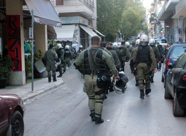 ΕΛ.ΑΣ.: Αστυνομική επιχείρηση σε υπό κατάληψη κτίρια στα Εξάρχεια | tovima.gr