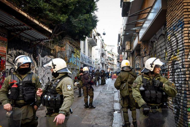 Εξάρχεια: Αστυνομική επιχείρηση «σόου», μετά το φιάσκο με τους λιμενικούς | tovima.gr