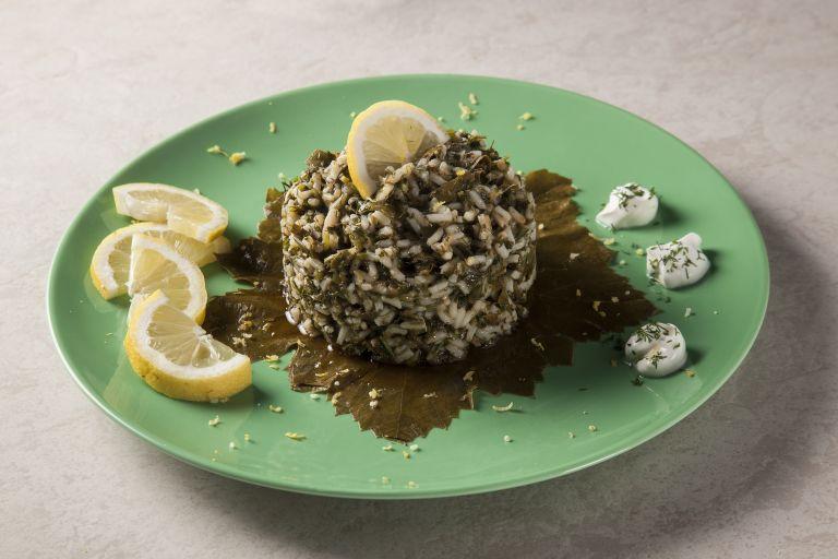 Ρύζι με αμπελόφυλλα και μυρωδικά | tovima.gr