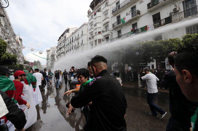 Αλγερία: Διαδηλώσεις κατά της μεταβατικής κυβέρνησης   tovima.gr