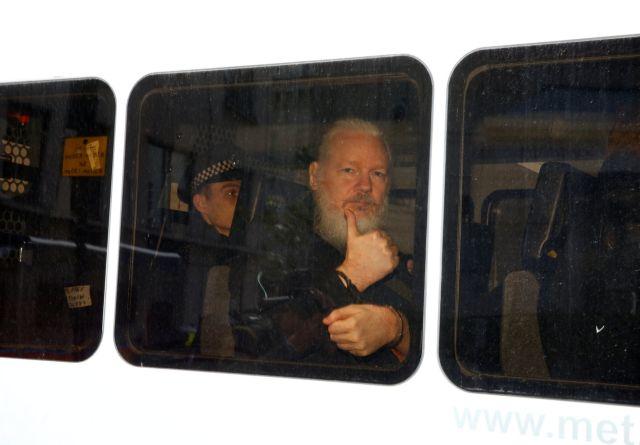 Υπόθεση Ασάνζ: Γιατί κατηγορείται από ΗΠΑ, Βρετανία και Σουηδία | tovima.gr