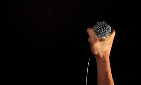 Διάσημος stand-up comedian πέθανε πάνω στη σκηνή -Νόμιζαν ότι αστειευόταν   tovima.gr