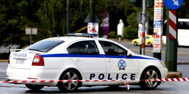 Πειραιάς: Δύο συλλήψεις για ληστείες σε περίπτερα | tovima.gr