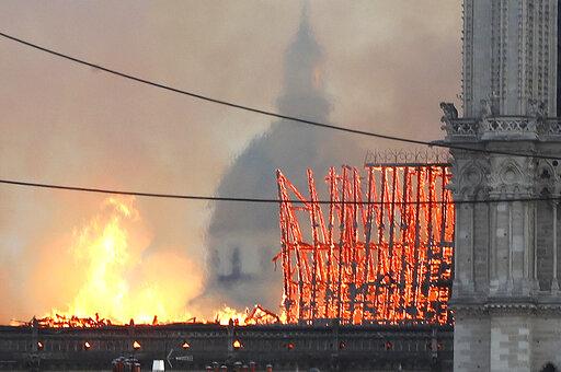 Παναγία των Παρισίων: Η ιστορική καταστροφή σε 20 εικόνες | tovima.gr