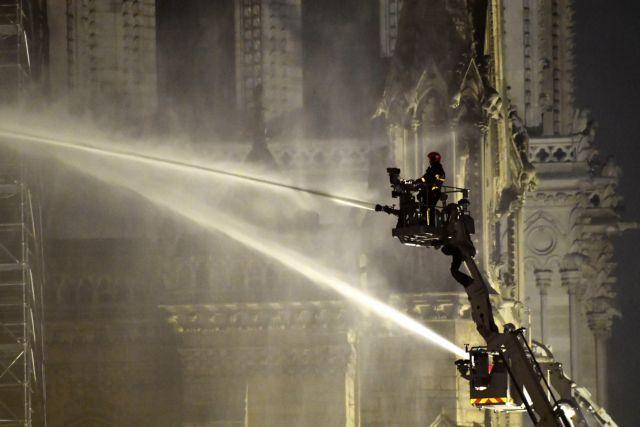 Παναγία των Παρισίων : Μεγαλύτερη απειλή από τη φωτιά το νερό | tovima.gr