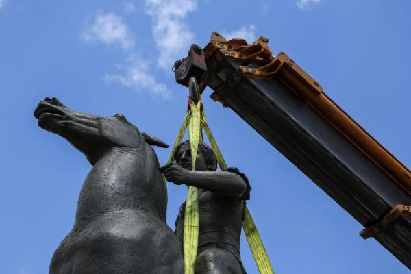 Alexander the Great statue finally finds its place in Athens | tovima.gr