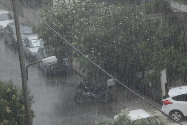 Ξαφνική κακοκαιρία και μποτιλιάρισμα στους δρόμους της Αθήνας | tovima.gr