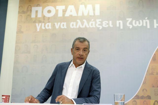 Θεοδωράκης: Επιμένουν στο «Γιάννης κερνάει, Γιάννης πίνει» | tovima.gr