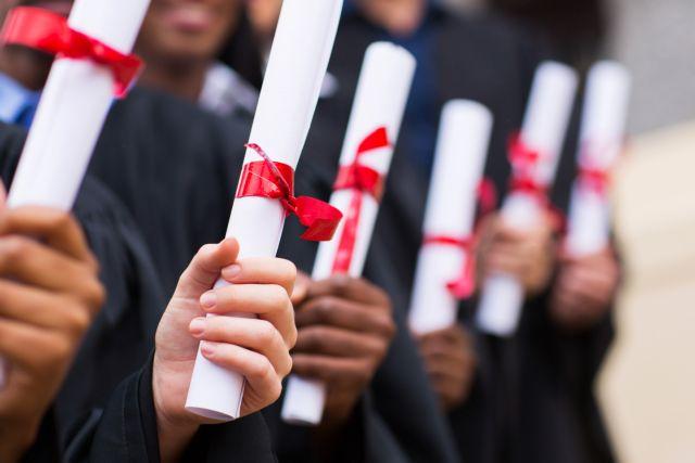 Τέλος στην ομηρία  αποφοίτων ιδιωτικών κολεγίων και ξένων πανεπιστημίων | tovima.gr