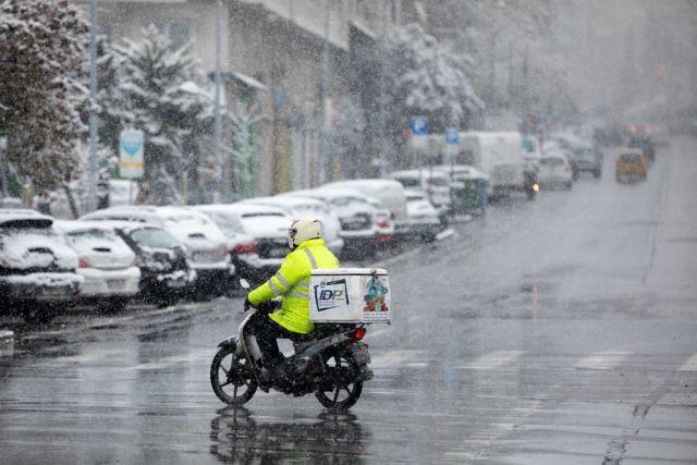 Νέα οδηγία ΕΕ: Τι αλλάζει στα δικαιώματα των κούριερ και των οδηγών Uber   tovima.gr