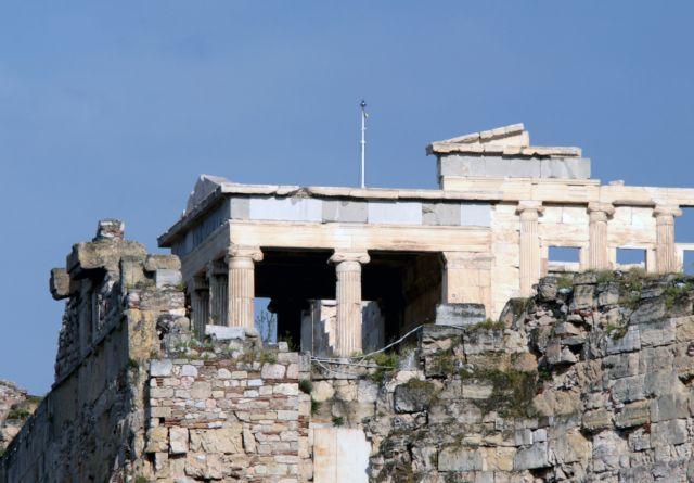 Αρχαιολόγος: Μακάρι να αντιδρούσαμε στην Ακρόπολη όπως οι Γάλλοι στη Notre Dame | tovima.gr