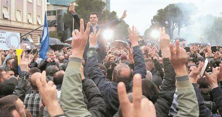 Διαφθορά και αγανάκτηση πνίγουν την Αλβανία | tovima.gr