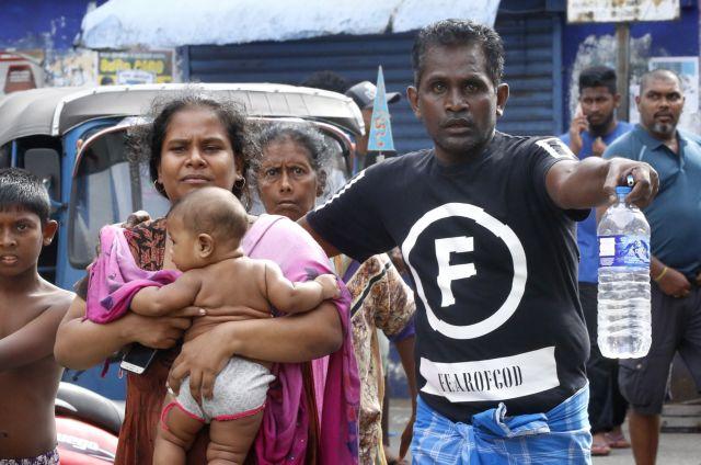 Σρι Λάνκα: Τουρίστες φοβισμένοι ψάχνουν τρόπο να φύγουν   tovima.gr