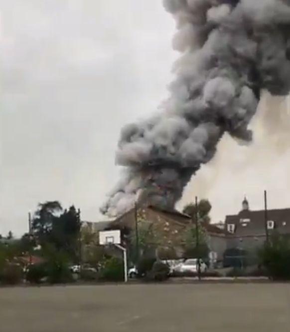 Συναγερμός στη Γαλλία: Μεγάλη φωτιά στις Βερσαλλίες | tovima.gr